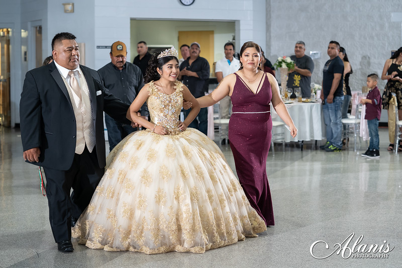 tampa_bay_wedding_quinceanera_photographer_Dalia_PartyDay-199