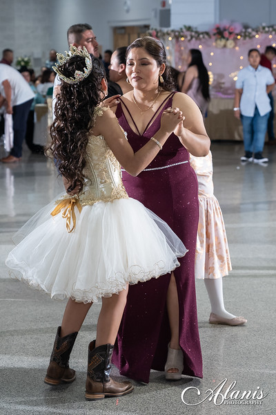 tampa_bay_wedding_quinceanera_photographer_Dalia_PartyDay-333