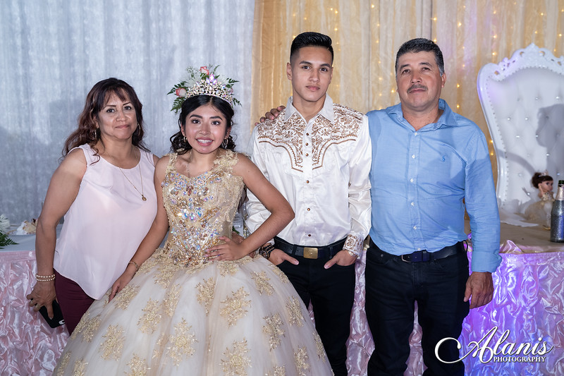 tampa_bay_wedding_quinceanera_photographer_Dalia_PartyDay-368