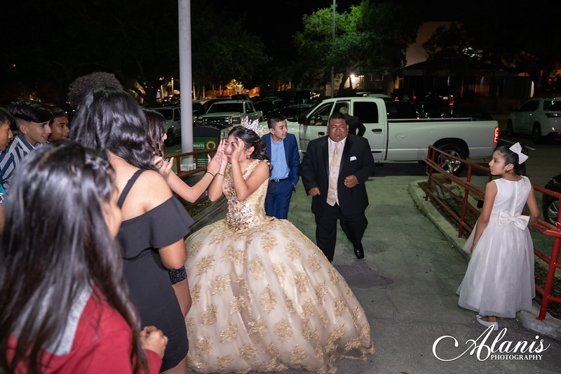 tampa_bay_wedding_quinceanera_photographer_Dalia_PartyDay-300
