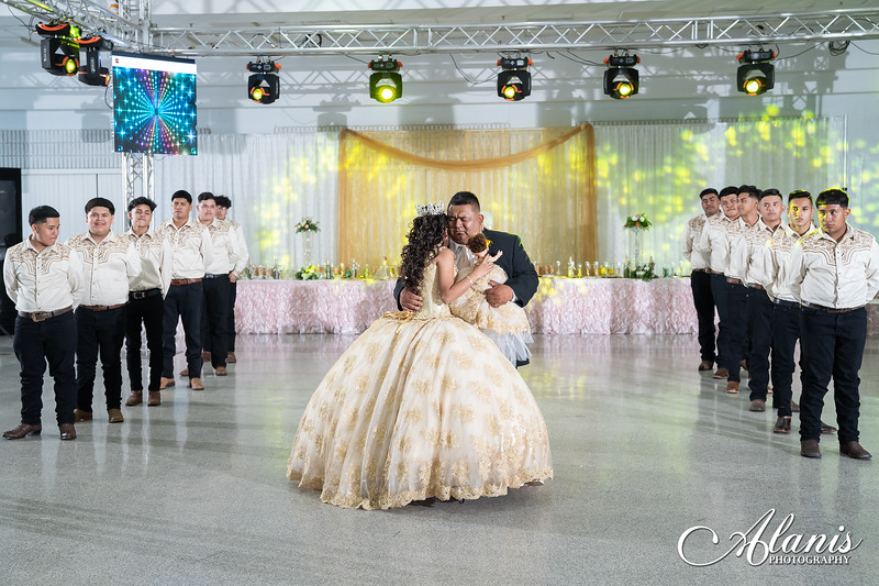 tampa_bay_wedding_quinceanera_photographer_Dalia_PartyDay-236
