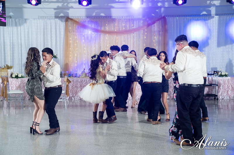 tampa_bay_wedding_quinceanera_photographer_Dalia_PartyDay-314