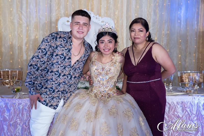 tampa_bay_wedding_quinceanera_photographer_Dalia_PartyDay-380
