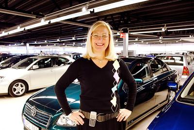 Porträttbiilder av bilförsäljare