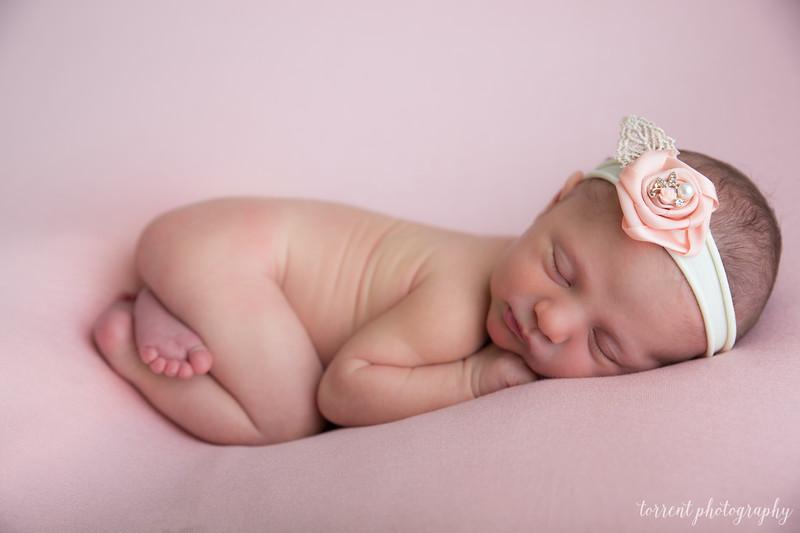 Amira Newborn (34 of 48)