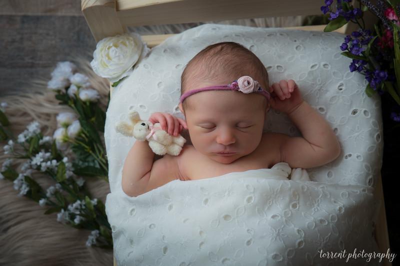 Amira Newborn sneaks (4 of 8)