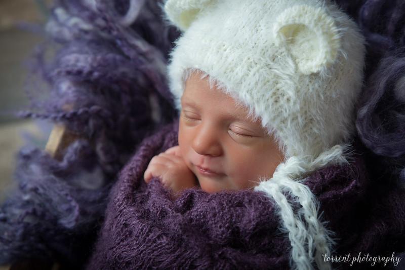 Amira Newborn sneaks (3 of 8)