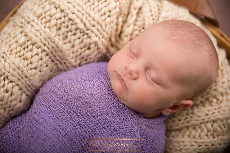 Brittany Button Newborn (34 of 47)
