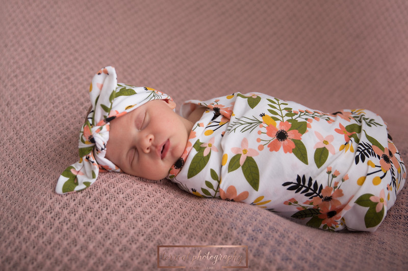 Brittany Button Newborn (8 of 47)