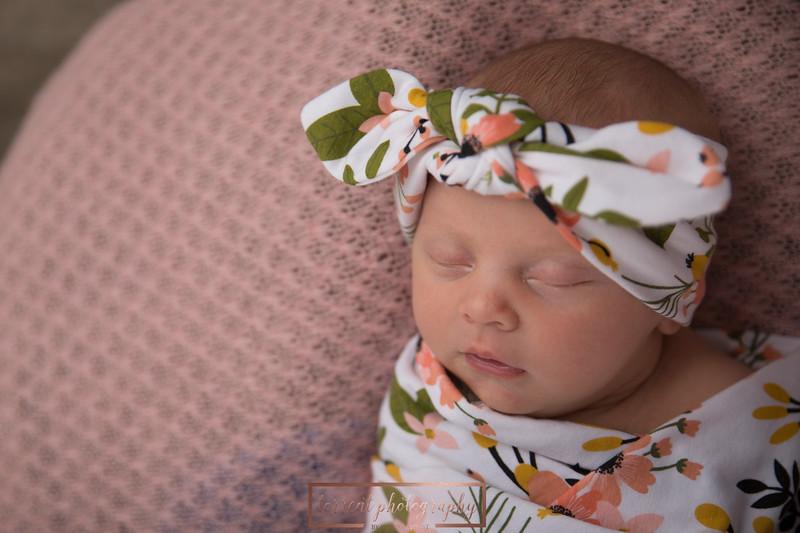 Brittany Button Newborn (10 of 47)