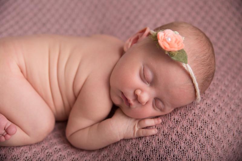 Brittany Button Newborn (7 of 47)