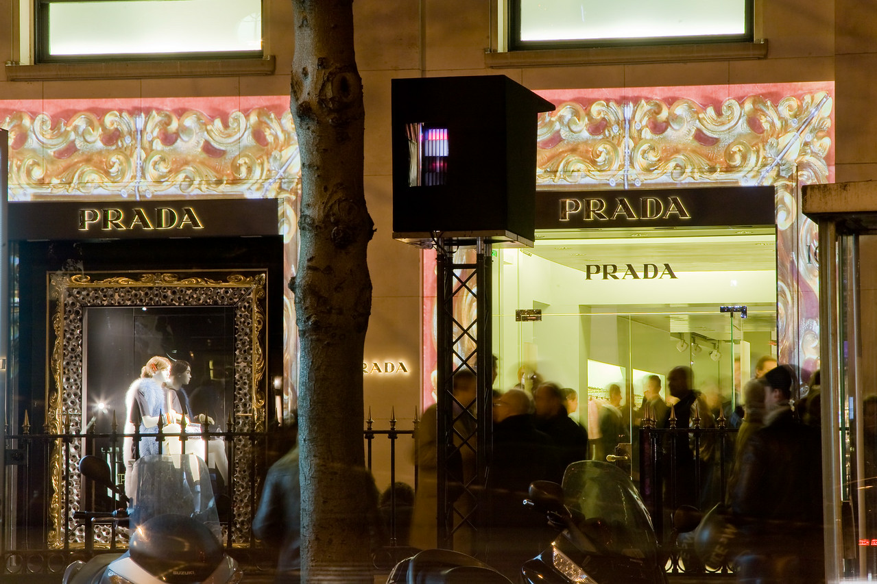 2010 - BOUTIQUE PRADA VENDANGES MONTAIGNE