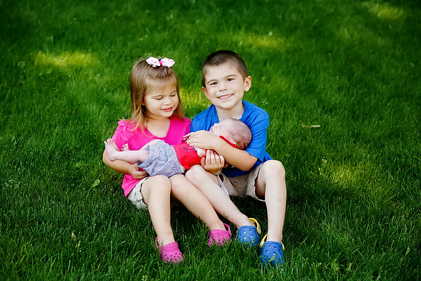 Big Brother Big Sister Baby Brother Picture | Rayan Anastor Photography | Grand Ledge Family Photographer
