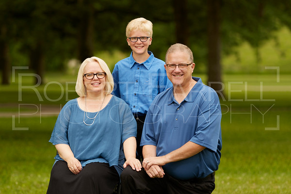 FamilyPortrait-17Jun17-Img-0040_Crop