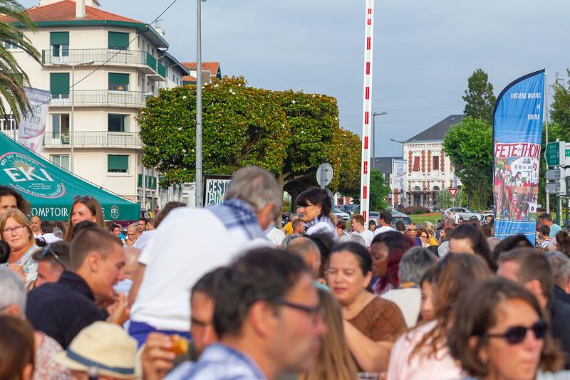 Saint-Jean-de-Luz fête le thon le samedi 13 juillet 2019 sur le port et les places Foch et Louis XIV. Des associations luziennes participent à cet événement et proposent un repas traditionnel (thon-piperade, gâteau basque et verre de vin).