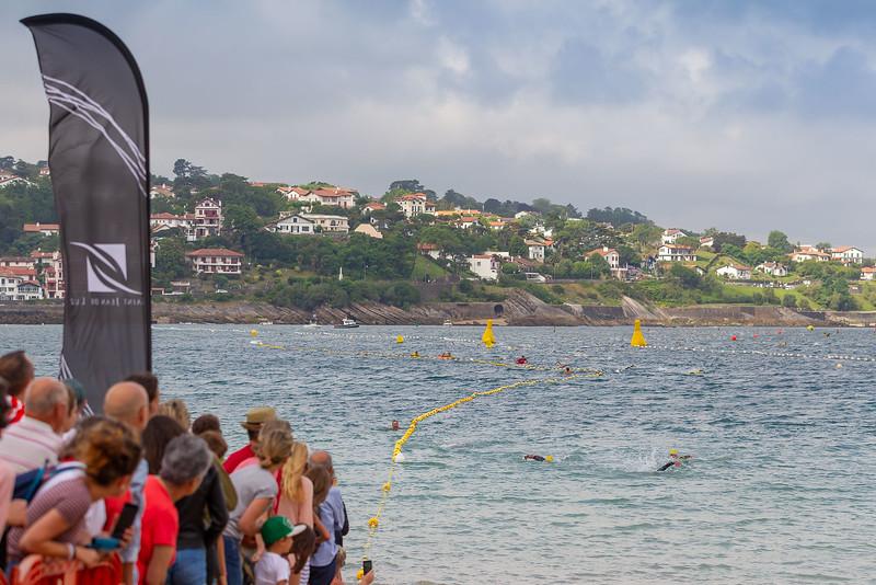 Traversée de la baie à la nage. Départ de la plage de Socoa, l'arrivée est jugée sur la grande plage à Saint-Jean-de-Luz à la digue aux chevaux.