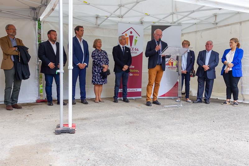Pose de la première pierre du programme de construction Lilitegia en présence du Président de l'Office 64 de l'habitat, du Maire de Saint-Jean-de-Luz et des partenaires du projet.