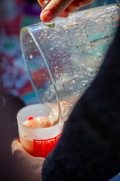 La Semaine Bleue, semaine nationale des retraités et personnes âgées, se déroule du 7 au 12 octobre 2019 à Saint-Jean-de-Luz sur le thème « Pour une société respectueuse de la planète : ENSEMBLE AGISSONS ».<br /> Place Louis XIV : Atelier vélo smoothie avec l'association Recycl'arte<br /> Les participants vont pédaler sur un vélo fixe pour actionner un mixeur et concevoir un jus à partir de fruits et légumes.