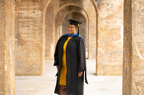 20210425 Alicia Hymes Graduation Cap Gown 013Ed