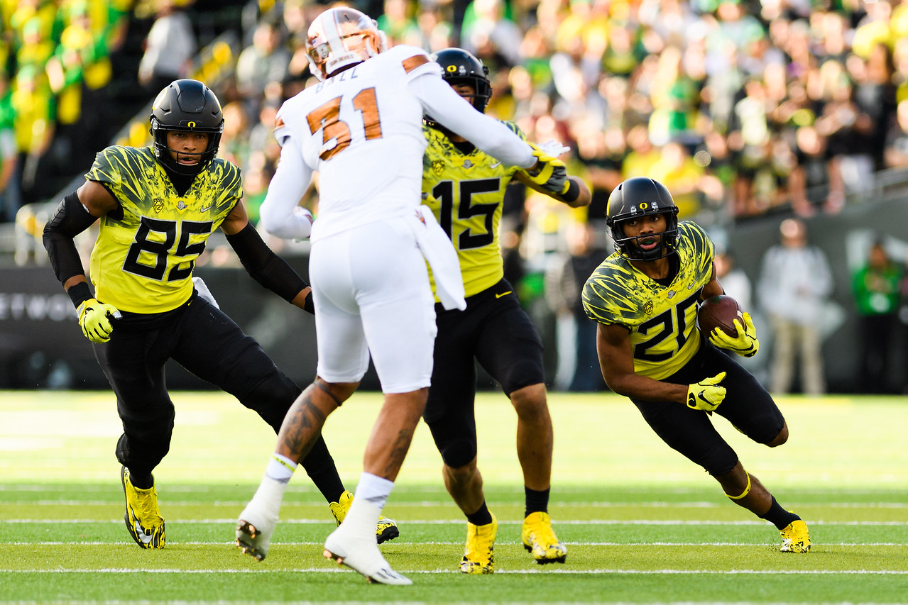 Oregon redshirt sophomore running back Tony Brooks (20) sizes up the defense during a carry in the second quarter. The Arizona State Sun Devils face the Oregon Ducks at Autzen Stadium in Eugene, Oregon on October 29, 2016. (Michael Arellano/DieHard Devil)