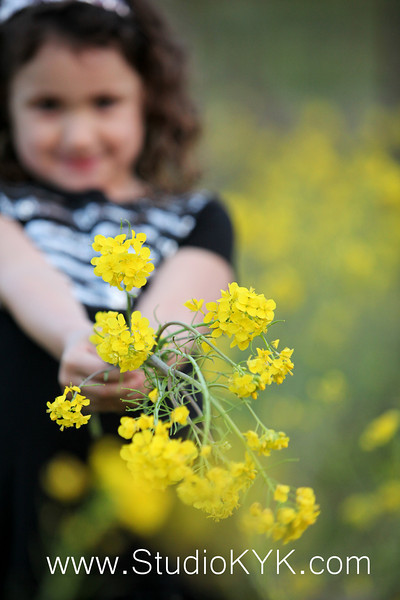 "March 19 and 21~ Spring photo day !!!<br />  <br />  ""Kids Mini Shoots"" $40  ($15 each additional face)<br /> <br />  ""Family Short Shoots"" $75  (family of 5 ~ $15 each additional face)<br /> <br />  Get your spot now!!!!  Limited appointment <br /> <br /> After shoot all edited photos will be posted online at 30% off for (1) week after posting. <br />  <br /> 4x6 prints start at $10"