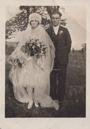 Emily Wallan, 21 Elsworth Rehbein, 21 Wedding Day