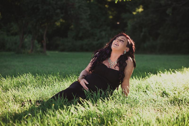 Outdoor Summer Maternity Photos