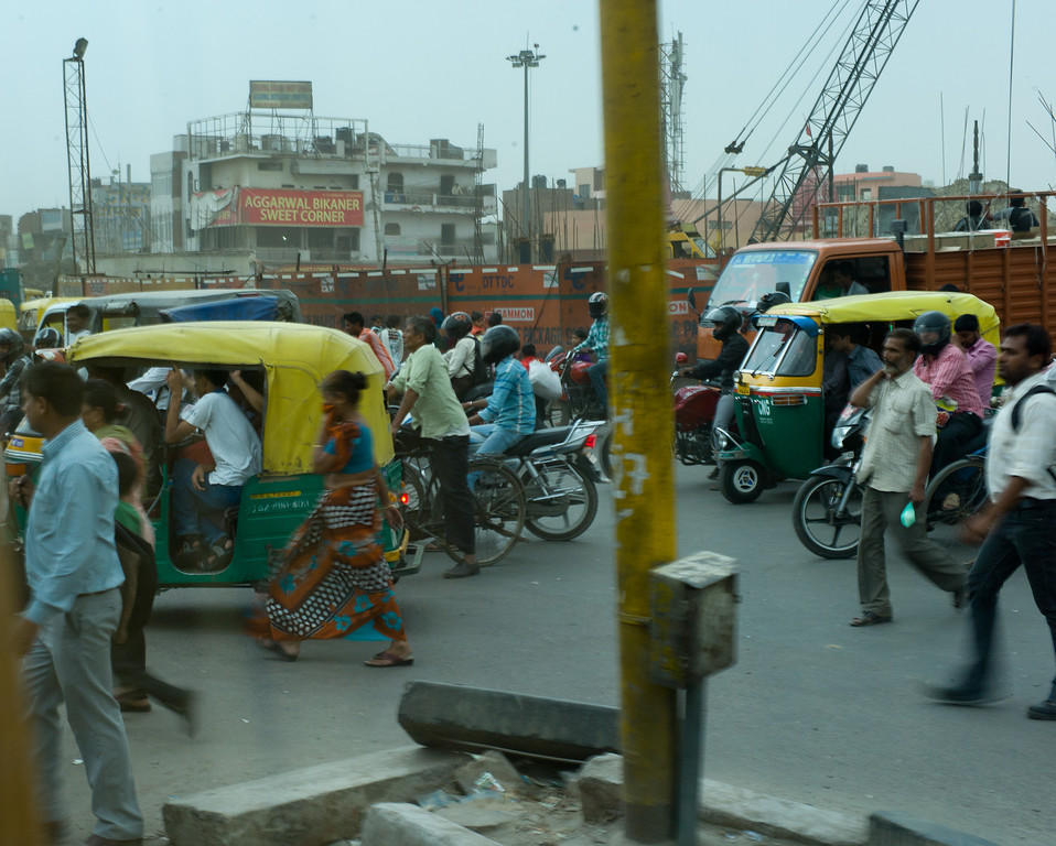 Traffic on the way to the Taj Mahal