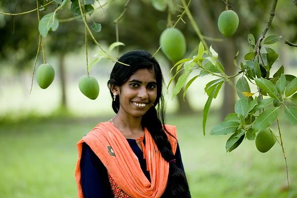 02-Moutushi (25), Radio MAHANANDA 98.8 fm; Chapainawabgonj District, Bangladesh.