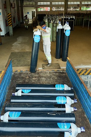 Receiving & Delivering Oxygen Cylinders and Flow Meters for COVID-19 Infection Prevention and Control.