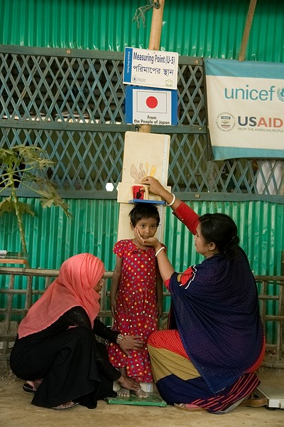 27-01-2020- NUTRATION (OTP) Camp-7  UNICEF-RR-OTP-CMAM -0670-0672  A Female Measurer taking Height Measurement of Aysha (4) who came to visit with her mother in OTP center on Nutrition day. Funded by Japan, supported by UNICEF and Implemented by SHED. Camp-7, Balukhali, Ukhia, Cox's Bazar. Photo: b.a. sujaN / UNICEF / Map