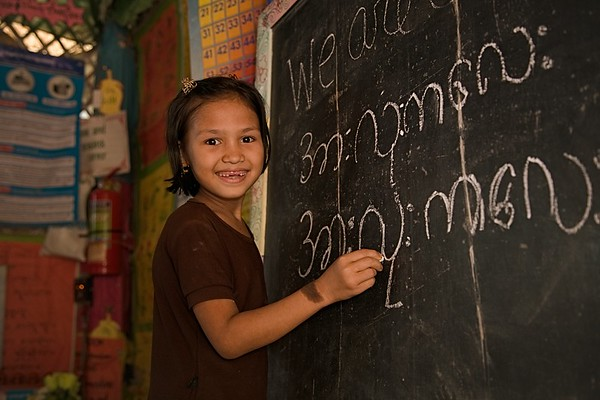 UNICEF-RR-0294 – 0296  Umaema (8) practicing English words to Burmese language in blackboard at the LC. DAM Learning Centre, Block-C, Camp-7.  Photo: b.a.sujaN / UNICEF / Map
