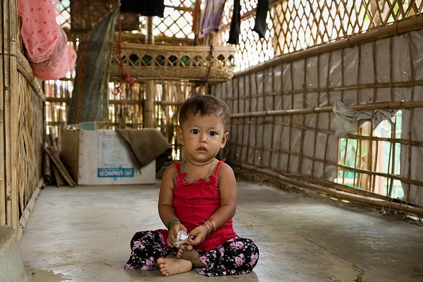 UNICEF-RR-0029-0030  Unaisa Bibi (18 months), sitting and posing for photo inside of their house in Kutupalong-1 Rohingya camp.  Kutupalong, UKHIA, Cox's Bazar. Photo: b.a.sujaN / UNICEF / Map