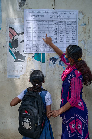 0013-0014-UNICEF-SchoolReopen-COVID-12-09-2021  Guardian and student familiarizing themselves with the new academic routine. Gandaria Mohila Shomity Government Primary School. Dhaka. Bangladesh. Photo: UNICEF / Sujan / Map