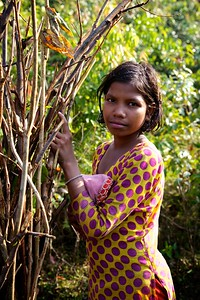 0054-0058 Sabiha-(11), Chopping firewood at uphill jungle. Date- 20-12-2017 Photo: UNICEF / b.a.sujaN / Map