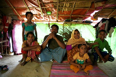 0068-0069 Sabiha-(11) with her Father Mohammad Ayub (47), Mother Begum Bahar (40) House wife. Some of her brothers and sisters in the picture.  Date- 20-12-2017 Photo: UNICEF / b.a.sujaN / Map
