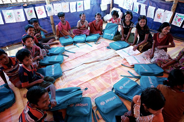 0128-0136  Rohingya children attend classes at a UNICEF-supported learning centre at the Balukhali makeshift settlement in Ukhia, Cox's Bazar, Bangladesh.      Photo: UNICEF / b.a.sujaN/Map