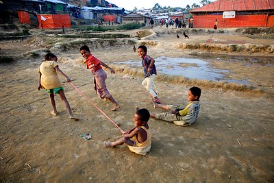 0467-0472  Children play at a makeshift camp for Rohingya refugees at Ukhia, Cox's Bazar, Bangladesh.  Photo: UNICEF / b.a.sujaN / Map