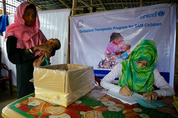 0552-0554  Setara Begum, mother of a 7-year-old malnourished child, is being given therapeutic food at an OTP center in Unchiprang makeshift settlement for Rohingya refugees in Teknaf, Cox's Bazar, Bangladesh.      Date-02-01-2018  Photo: UNICEF / b.a.sujaN/Map