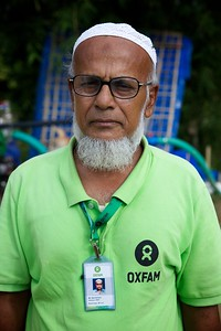 0628-0629  Md. Abdul Kashem, works as a volunteer at a water treatment plant that supplies pure drinking water to Rohingya refugees at Teknaf's Unchiprang settlement. The project is funded by UNICEF and implemented by OXFAM. Photo: UNICEF / b.a.sujaN/Map