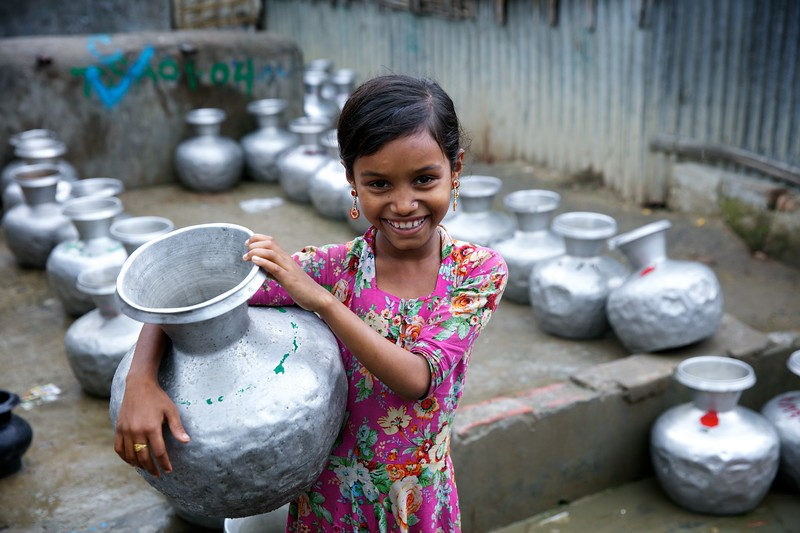 0416-0427  Empty water pots are kept in rows near a water point at the Leda makeshift settlement for Rohingya refugees in Teknaf, Cox's Bazar, Bangladesh.  Date-31-12-2017 Photo: UNICEF/b.a.sujaN/Map