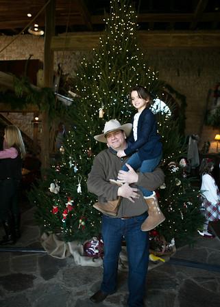 Brinkmann Tree Trim Family Portraits 2013 (18 of 40)