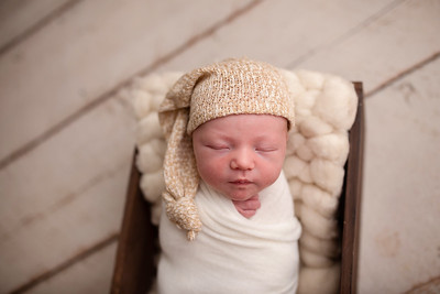 Oliver's Newborn Photos-8