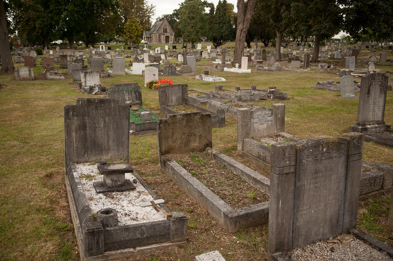 Photo No 3. Francis's Grave is the middle grave of the three in a row