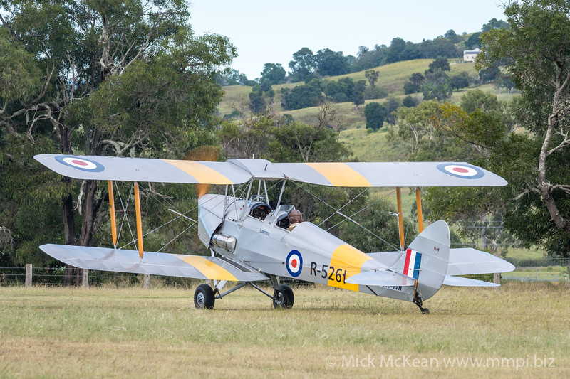 _7R46623 -  De Havilland DH.82A Tiger Moth VH-WII takes off at the Airsport Qld breakfast fly-in.