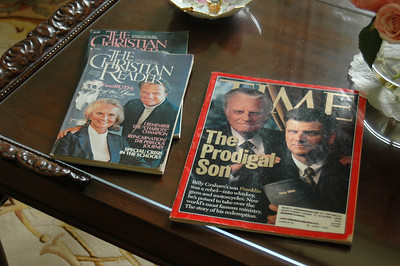 Miscellaneous magazines on the Coffee Table!