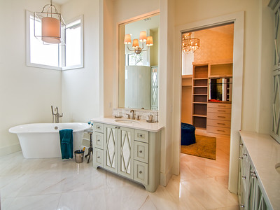 Master Bathrom wiht Tub and separate shower