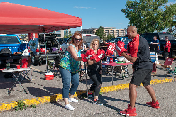 20160729_FANS_TAILGATING_STA0008EB
