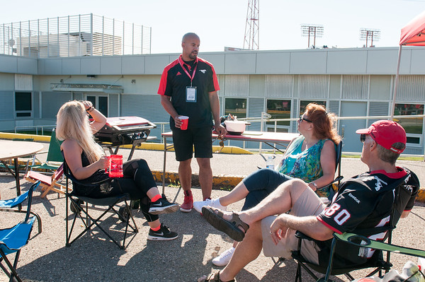 20160729_FANS_TAILGATING_STA0014EB