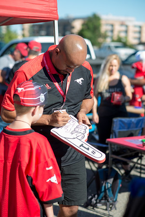 20160729_FANS_TAILGATING_STA0033EB